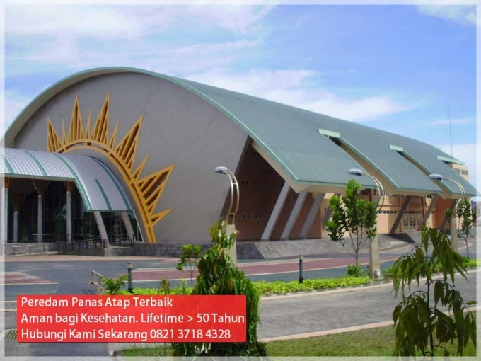 pemasangan-bahan-peredam-panas-atap-di-kampus-umy-yogyakarta